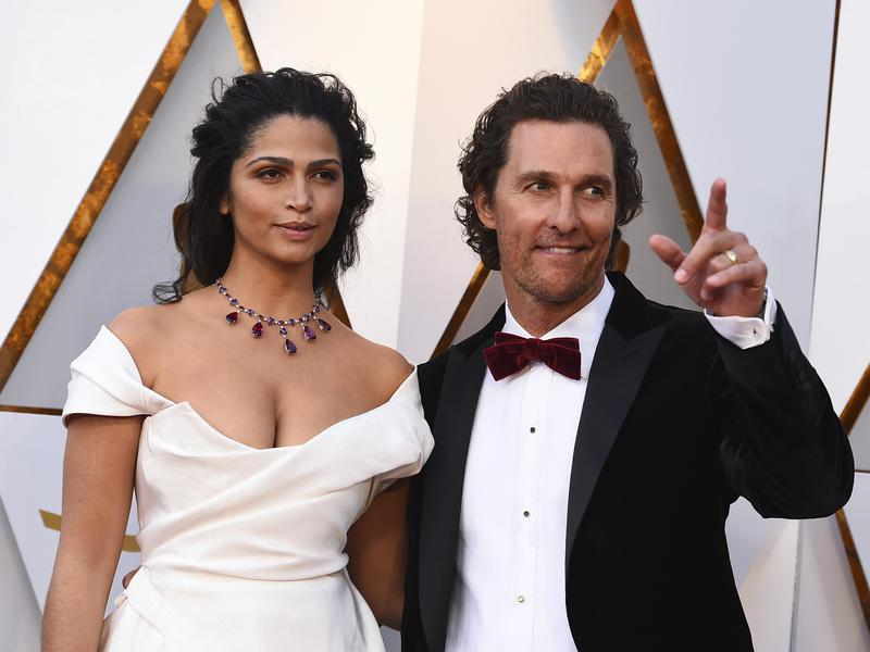 Camila Alves, left, and Matthew McConaughey arrive at the Oscars on March 4, 2018, at the Dolby Theatre in Los Angeles.