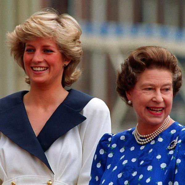 """FILE - In this Aug. 4, 1987 file photo, Britain's Diana, Princess of Wales, left, and Britain's Queen Elizabeth II smile to well-wishers outside Clarence House in London. The crowd wanted to wish Elizabeth, the Queen Mother, a happy 87th birthday. It has been 20 years since the death of Princess Diana in a car crash in Paris and the outpouring of grief that followed the death of the """"people's princess.""""  (AP Photo/Martin Cleaver, File)"""